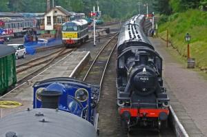 Trains-cross-at-Boat-Steam-Fair-2012 798x531